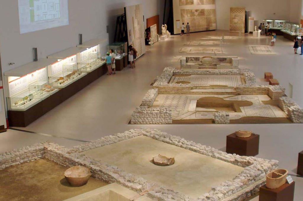 Κομμάτι της έκθεσης «Κύπρος – Αχαΐα – Ιταλία στην εποχή των Λαών της Θάλασσας» στο Αρχαιολογικό Μουσείο Πατρών