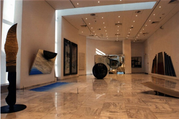 Στο εσωτερικό του Κρατικού Μουσείου Σύγχρονης Τέχνης