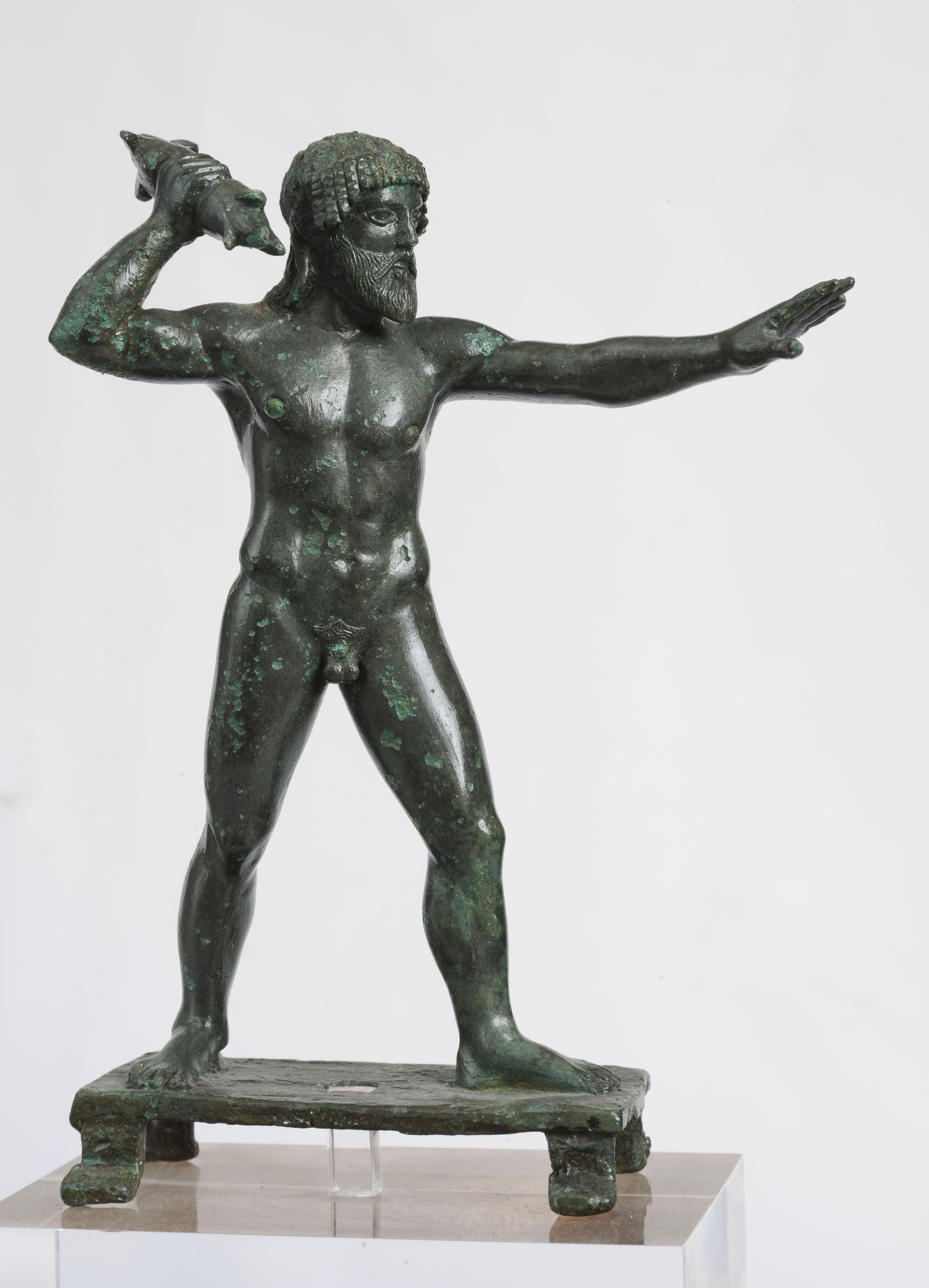 Ειδώλιο Δία Κεραύνιου. Ο θεός του ουρανού και των καιρικών φαινομένων κρατά το κατεξοχήν σύμβολό του,τον κεραυνό 470-460 π.Χ.