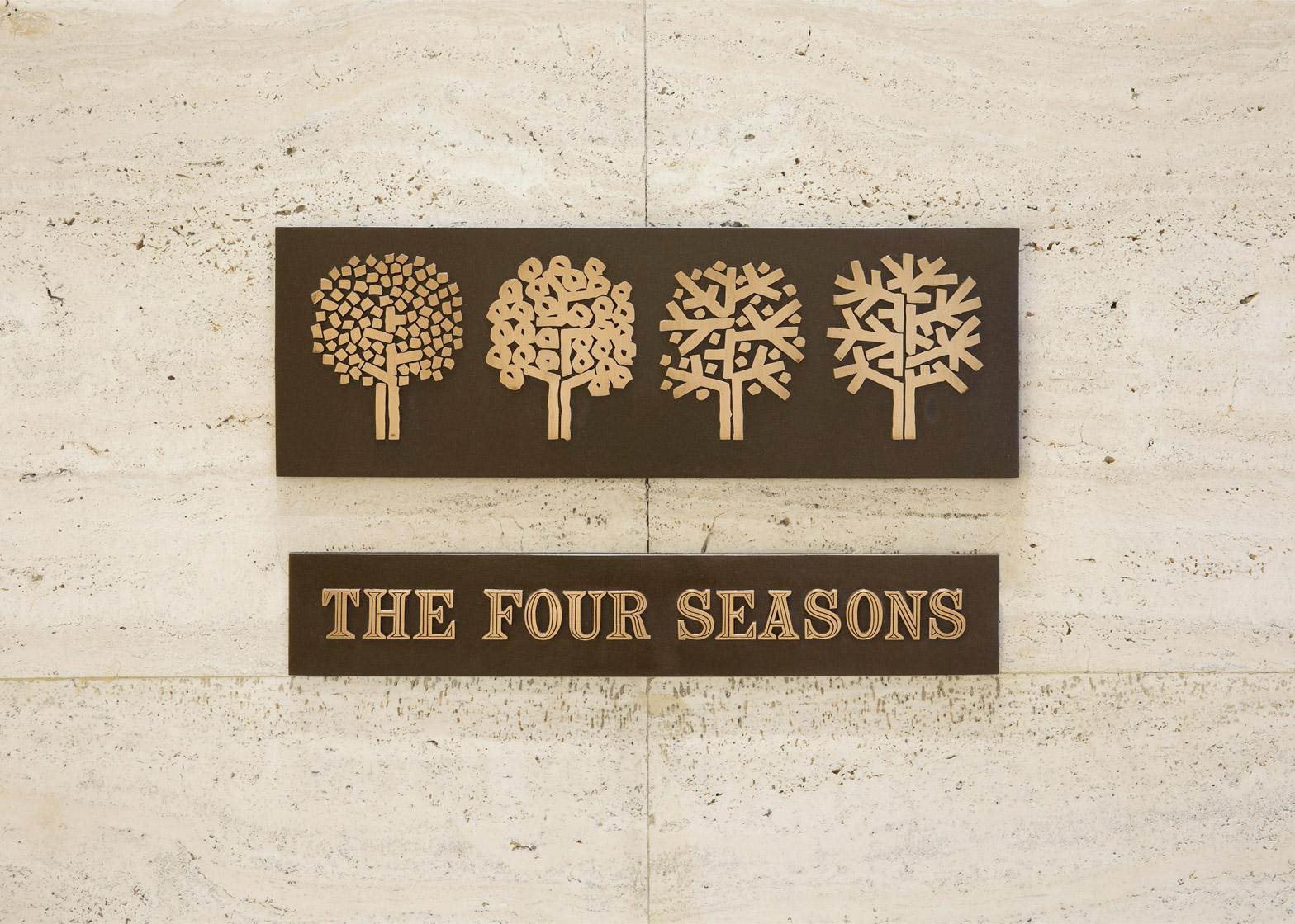 H ταμπέλα του Four Seasons