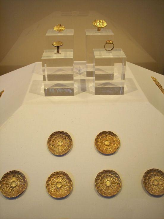 Ευρήματα από το Μυκηναϊκό νεκροταφείο των Αηδονίων