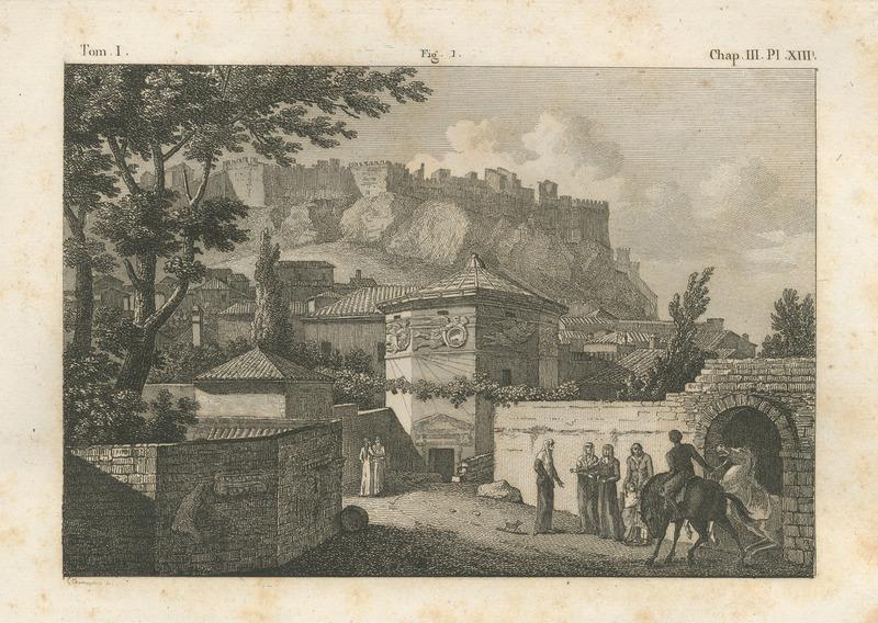 Το υδραυλικό ωρολόγιο του Ανδρονίκου Κυρρήστου με την Ακρόπολη στο βάθος. Η μορφή με τα μακριά μαλλιά που στέκεται μπροστά στην πόρτα του μνημείου με γυρισμένη την πλάτη είναι ο Σεΐχ Μουσταφά, επικεφαλής των στροβιλιζόμενων δερβίσηδων που χρησιμοποιούσαν το μνημείο ως τεκέ. Απεικονίζεται επίσης κυρία της υψηλής κοινωνίας που κάνει περίπατο μαζί με τις κόρες και την υπηρέτριά της