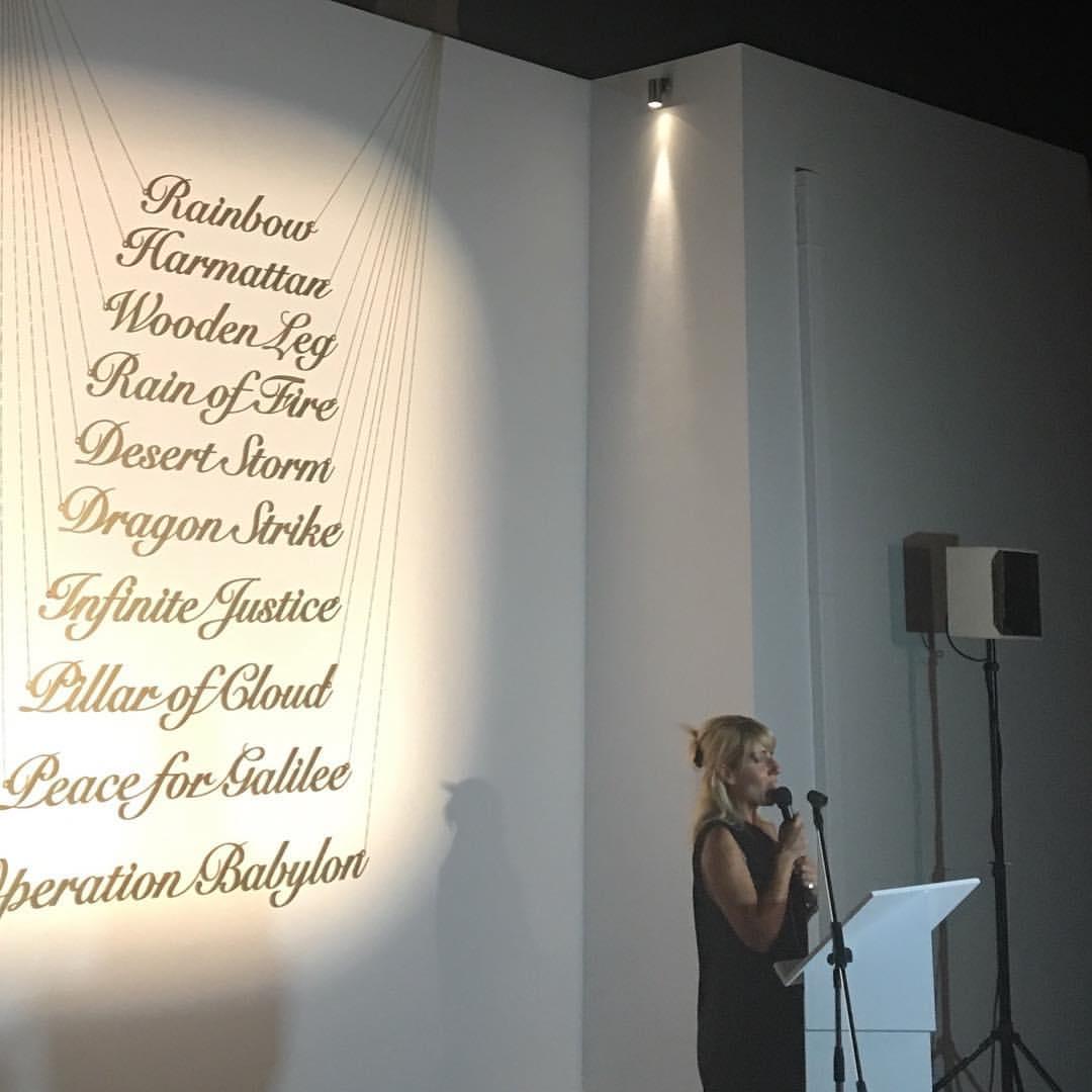 """Η επιμελήτρια, Κατερίνα Γρέγου, στα εγκαίνια της έκθεσης """"A World Not Ours"""""""