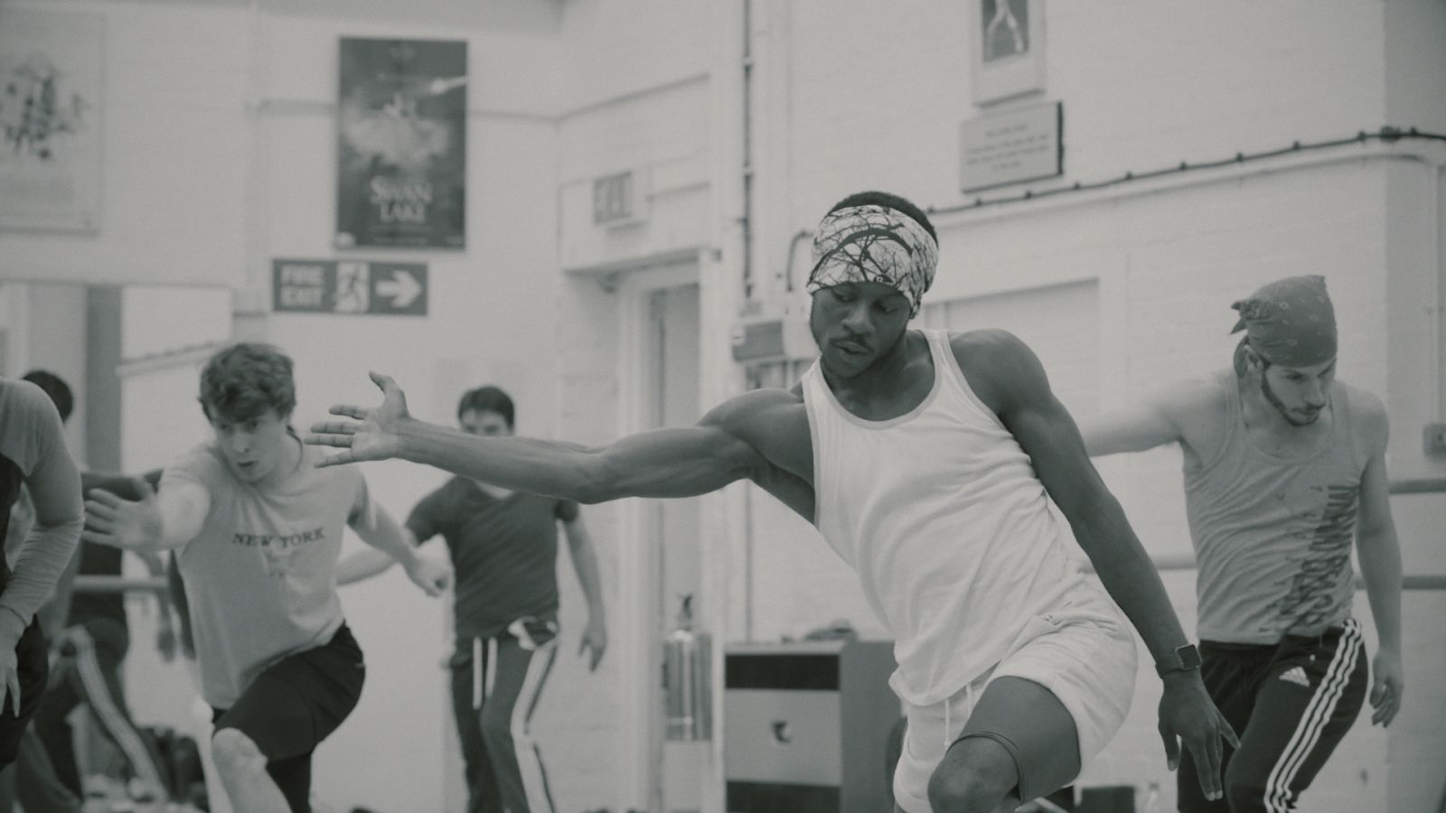 Οι χορευτές: Pedro Lapetra, Shevelle Dynott και Joshua McSherry-Gray (από τα δεξιά στα αριστερά), © Maxime Dos