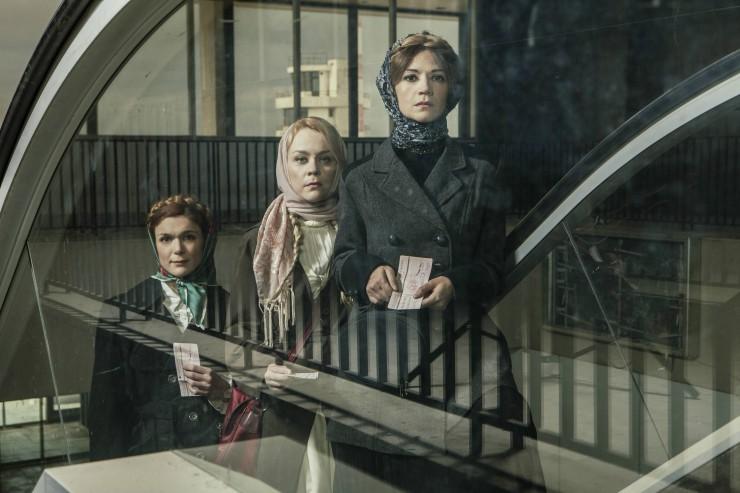 «Τρεις αδερφές» στην επανάληψη του Δημήτρη Τάρλοου