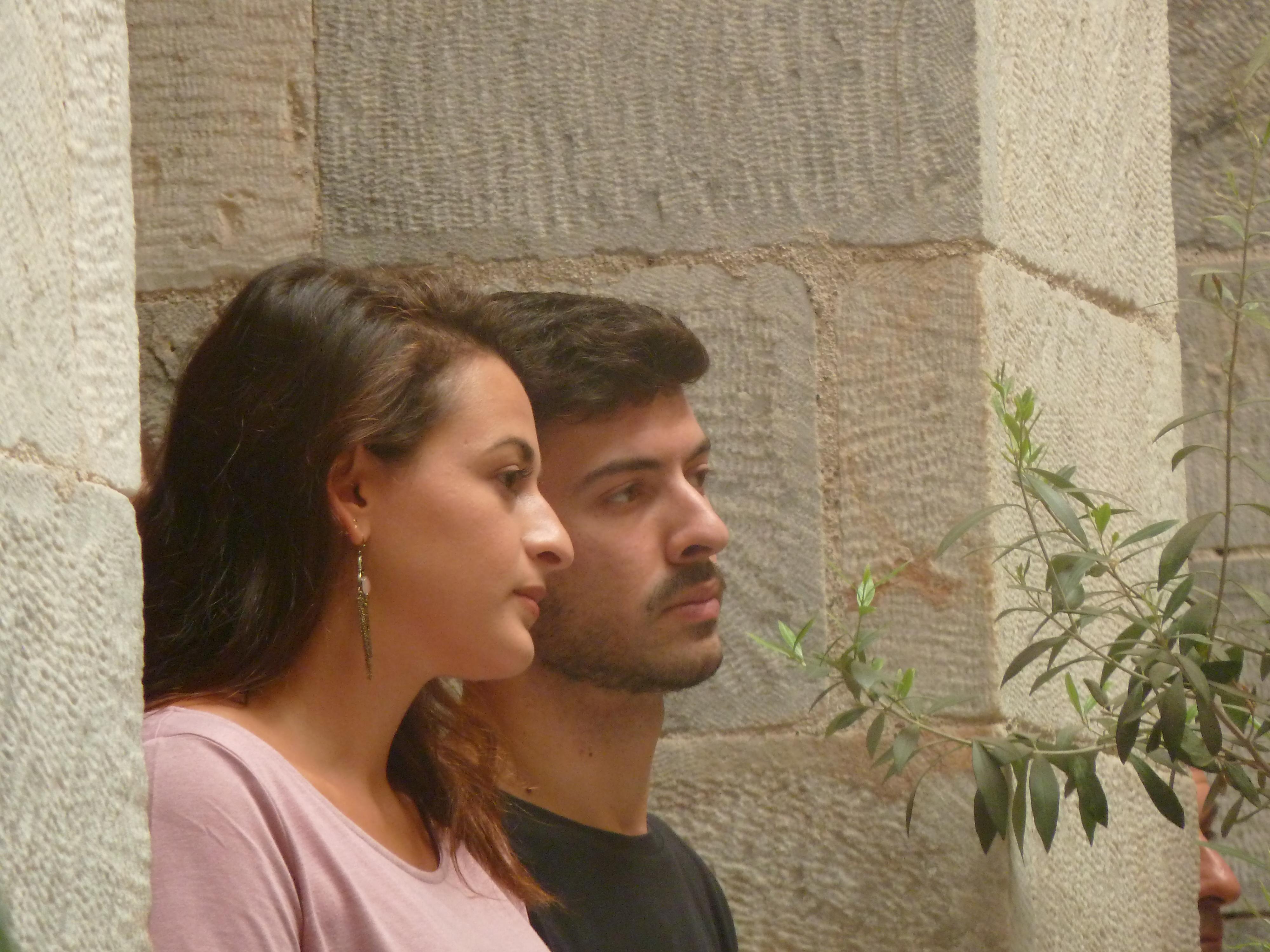Δυο από τους φοιτητές εθελοντές του Syros grEATings