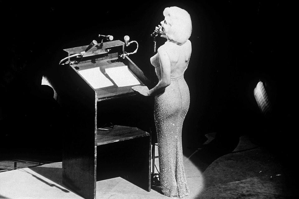 """Η Μέριλιν Μονρόε τραγουδά το """"Happy Birthday, Mr. President"""""""
