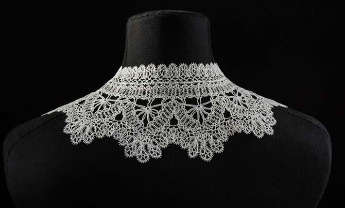 Cream Cotton Crochet Lace Collar, c.1880s Courtesy Fashion Museum Bath
