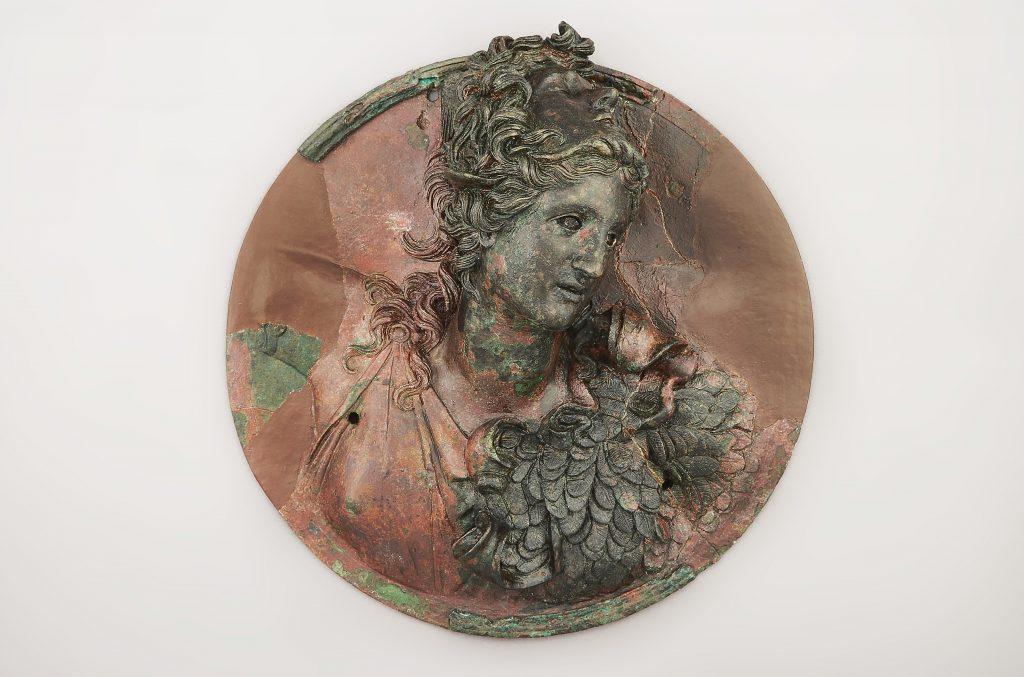 Χάλκινο μετάλλιο με προτομή Αθηνάς Προμάχου, πρώτο μισό 2ου αι. π.Χ. Αρχαιολογικό Μουσείο Θεσσαλονίκης