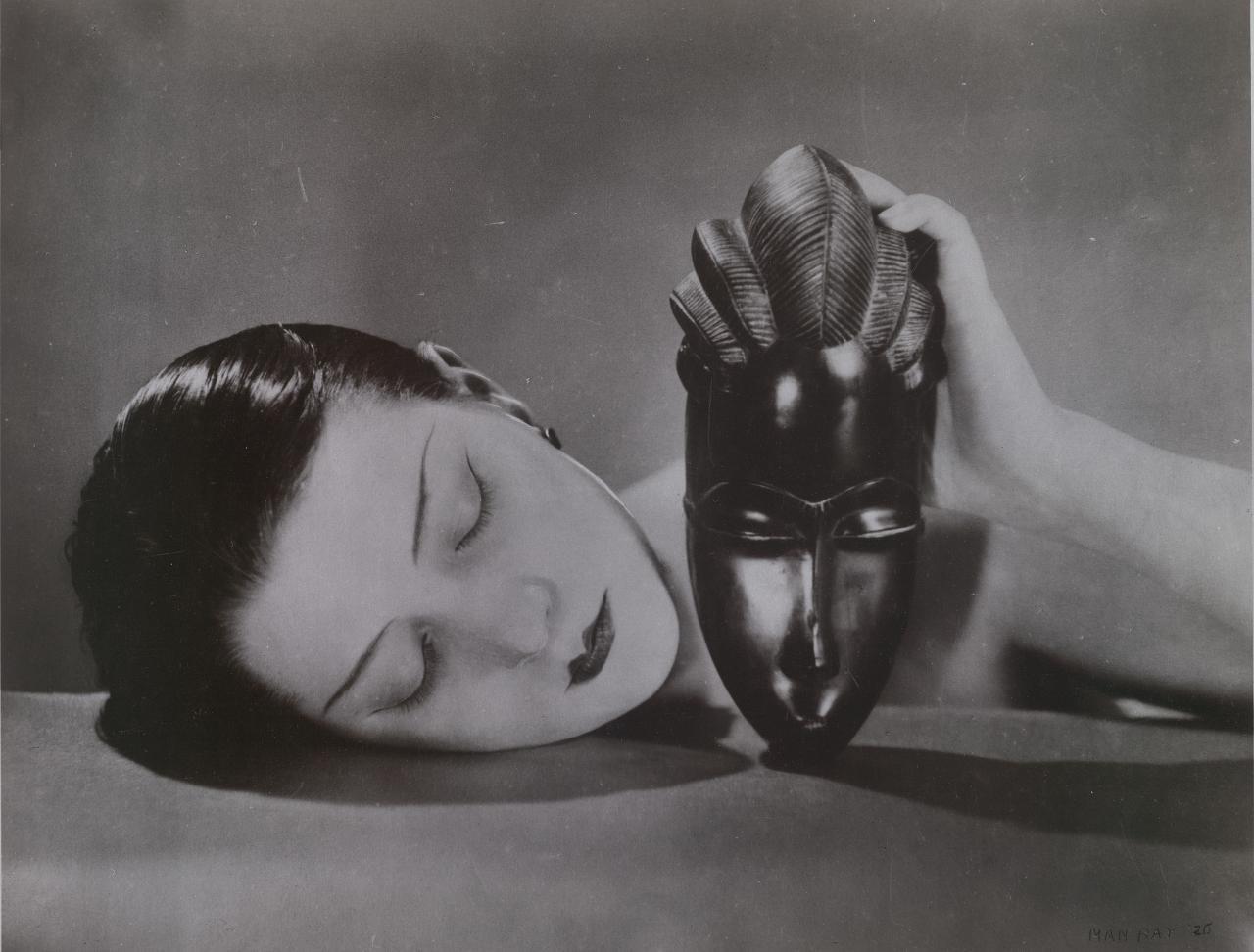 Kiki with African mask 1926. Man Ray