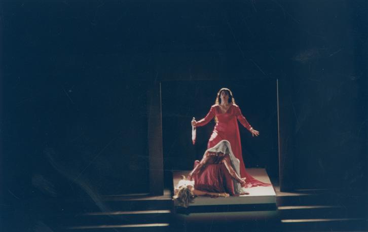 «Ορέστεια» σε σκηνοθεσία Γιάννη Κόκκου Εθνικό θέατρο, 2001