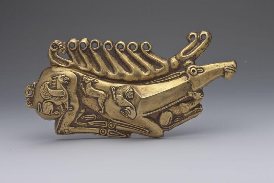 Κόσμημα ασπίδας σε σχήμα ελαφιού. 5ος αιώνας π.Χ.