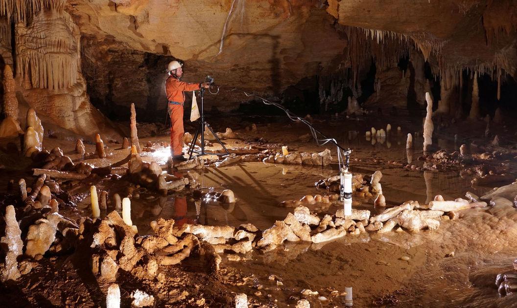 Δακτυλιόσχημες κατασκευές που έχουν γίνει από σταλαγμίτες στο σπήλαιο Μπουνικέλ δημιουργήθηκαν 176.000 χρόνια πριν και αποδίδονται στους Νεάτερνταλ