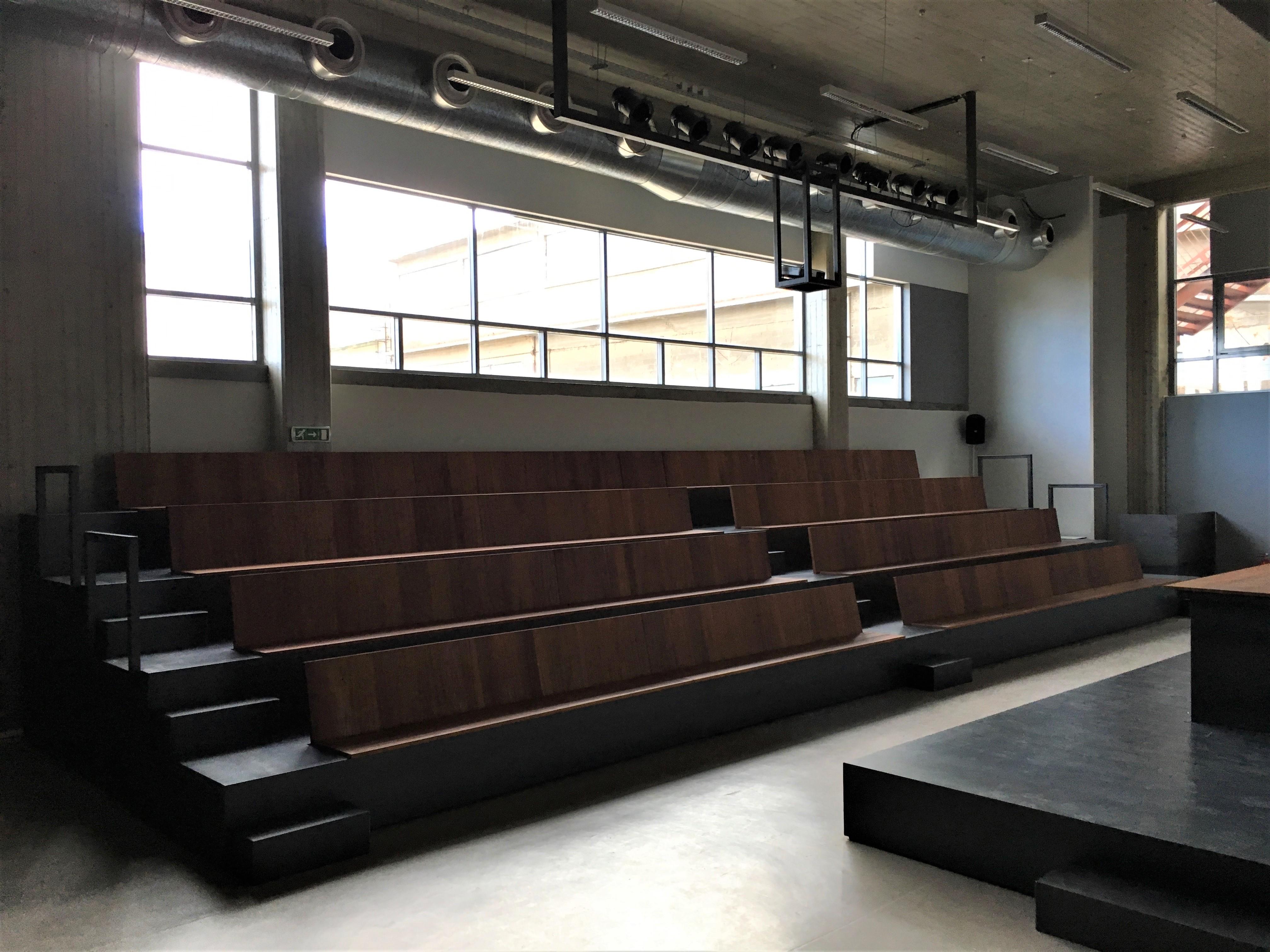 Το αμφιθέατρο του πρώτου ορόφου