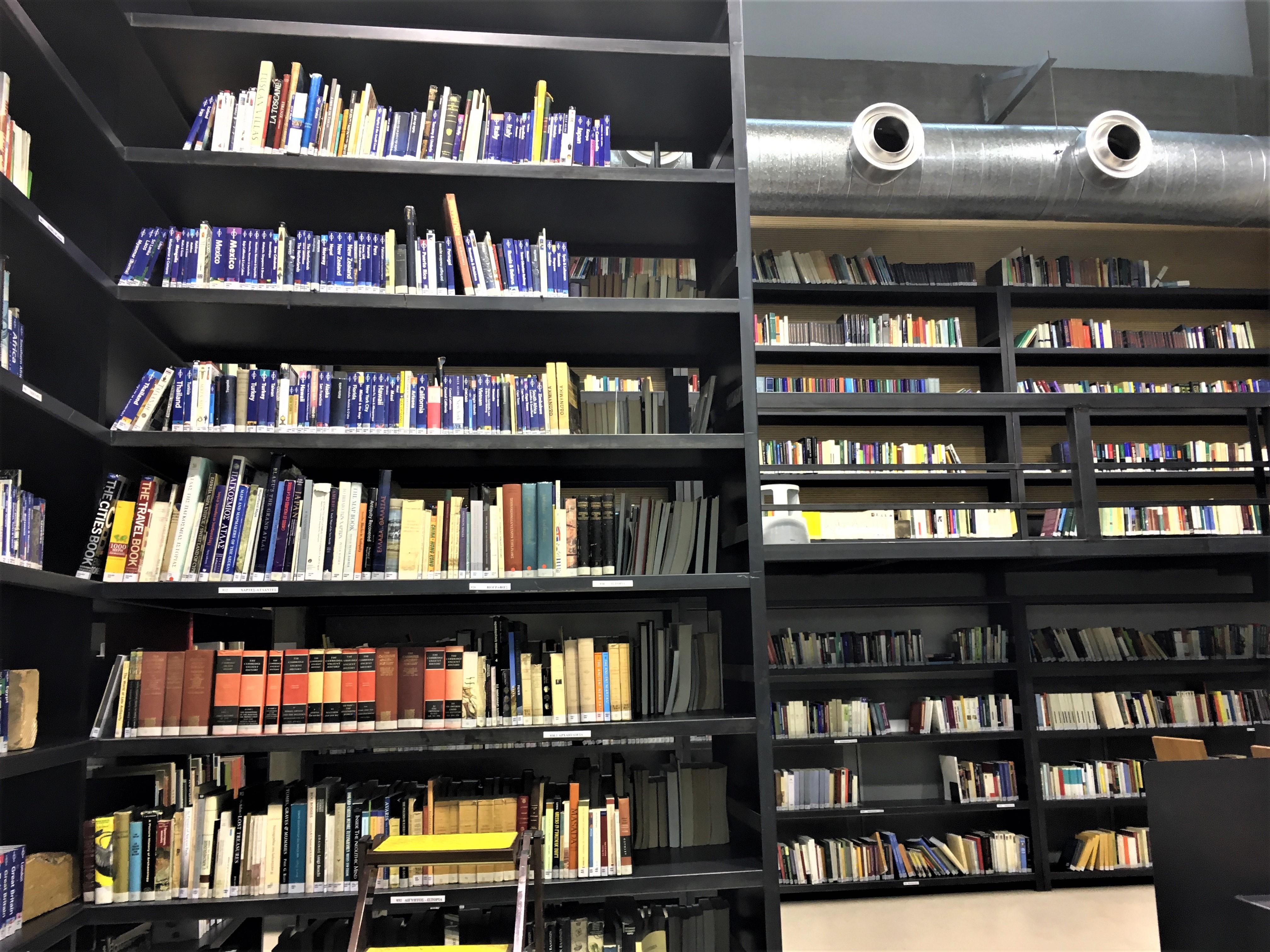Βιβλιοστάσια του ισογείου