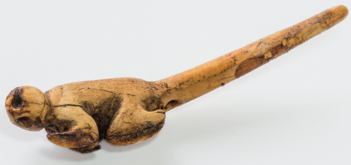 Σπάνια κοχύλια σε τάφο Στην πόλη Άσπερο του Περού ένας γυναικείος σκελετός έχει κτερισθεί με κοσμήματα αλλά και σπάνια κοχύλια που μεταφέρθηκαν από εκατοντάδες χιλιόμετρα μακριά