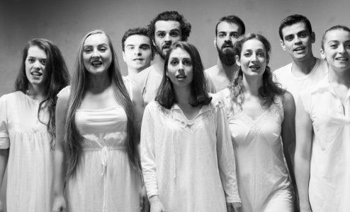 «Κάτω από το γαλατόδασος – Ένα έργο για φωνές» στο Θέατρο Αυλαία