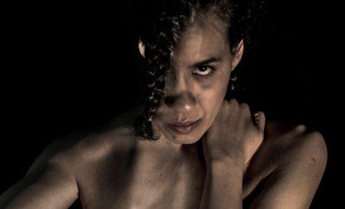 «Γυναίκα - Βόμβα» στο Θέατρο της οδού Κεφαλληνίας