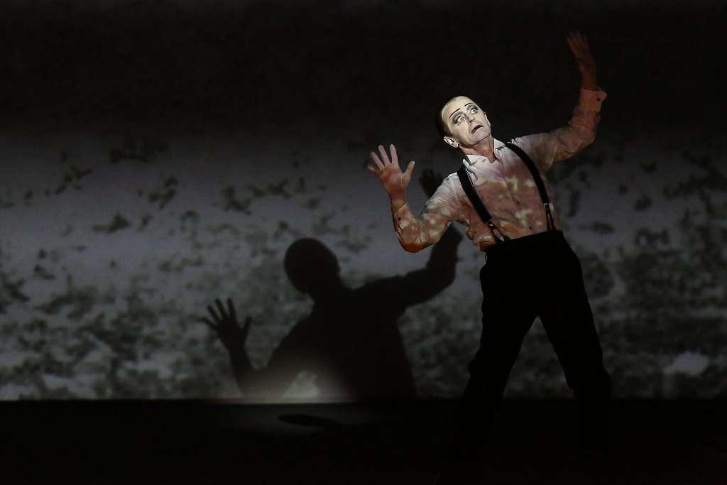 Ο Μιχαήλ Μπαρίσνικοφ στην παράσταση «Letter to a man» του Μπομπ Γουίλσον