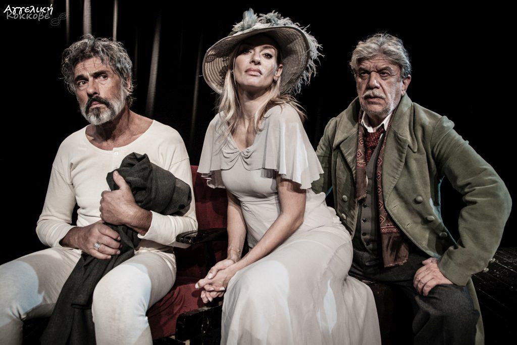 Ο Γιάννης Βούρος ως Γκοντό, η Ζέτα Δούκα ως Μπλανς και ο Σταύρος Ζαλμάς στο ρόλο του Φιρς