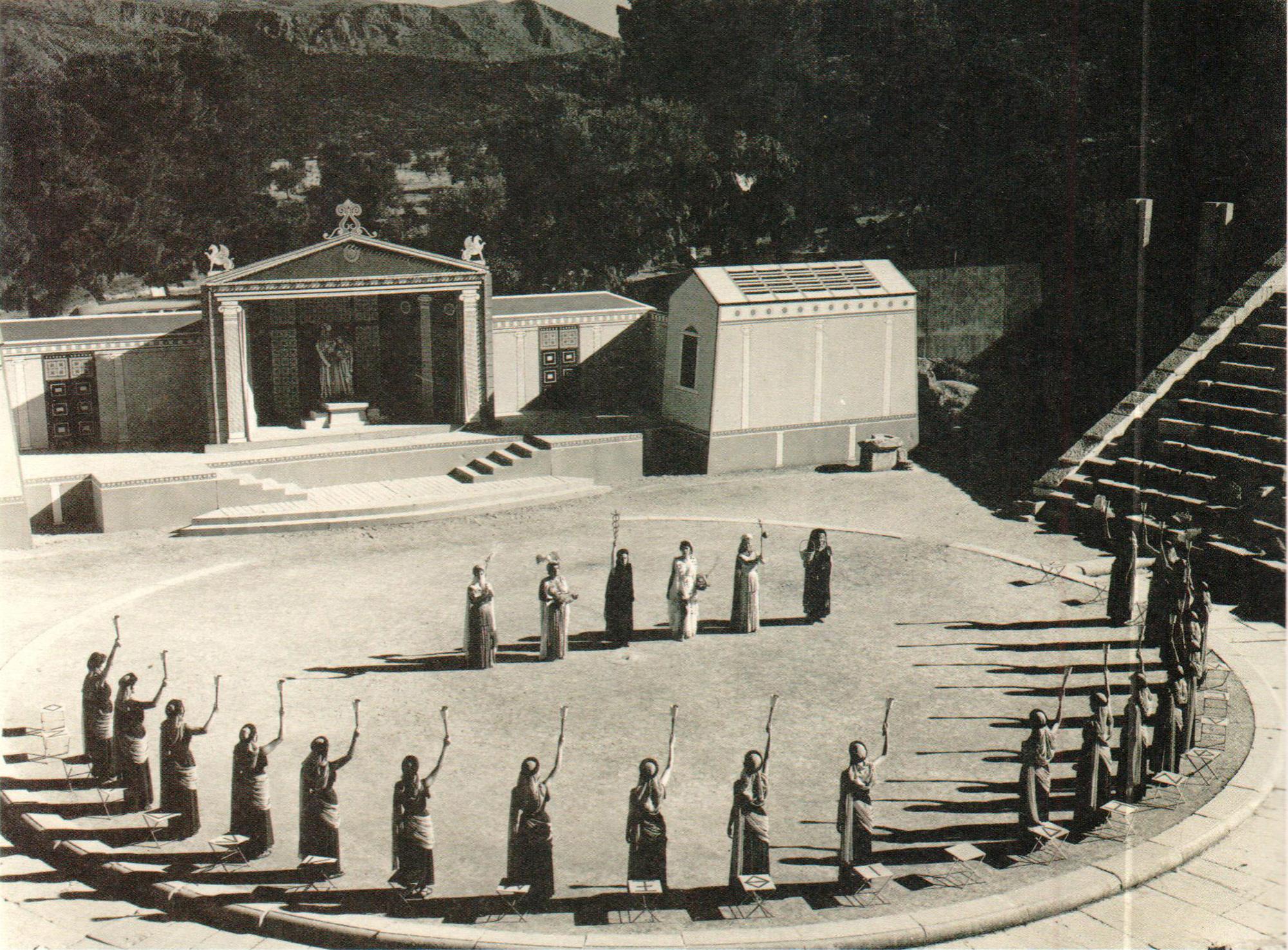 Εθνικό θέατρο φωτογραφίες παραστάσεων «Θεσμοφοριάζουσες» του Αριστοφάνη, Επίδαυρος, 1958.