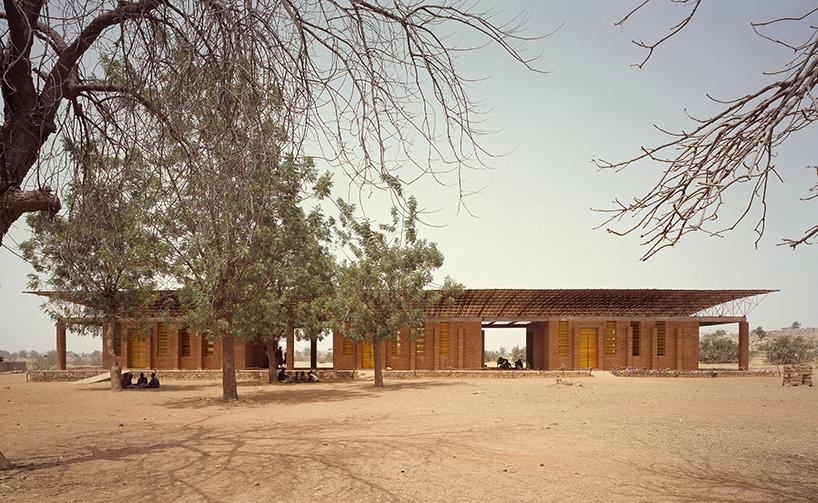 Σχολείο στη Μπουρκίνα Φάσο σχεδιασμένο από τον Francis Kéré