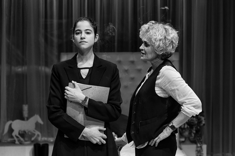 Μαρία Κεχαγιόγλου, Νεφέλη Κουρή - Τρεις Ψηλές Γυναίκες