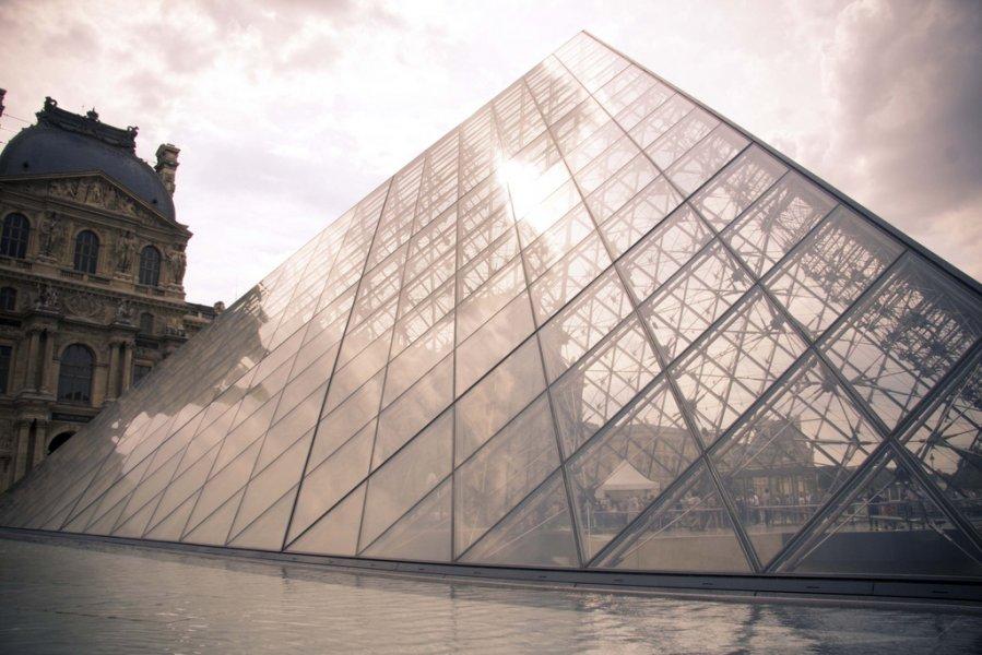 Η Πυραμίδα του Λούβρου, Παρίσι (1993)