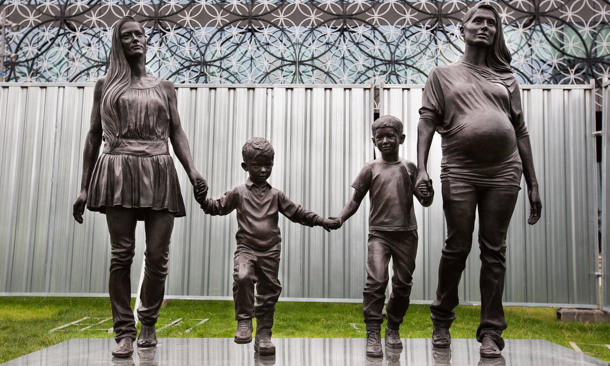 «Μια πραγματική οικογένεια του Μπέρμιγχαμ», έργο της Γκίλιαν Γουέρινγκ