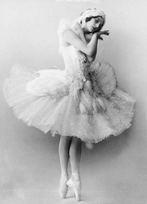 Η Άννα Πάβλοβα στην παράσταση του Fokine/Saint-Saëns για το έργο The Dying Swan, Αγία Πετρούπολη, 1905