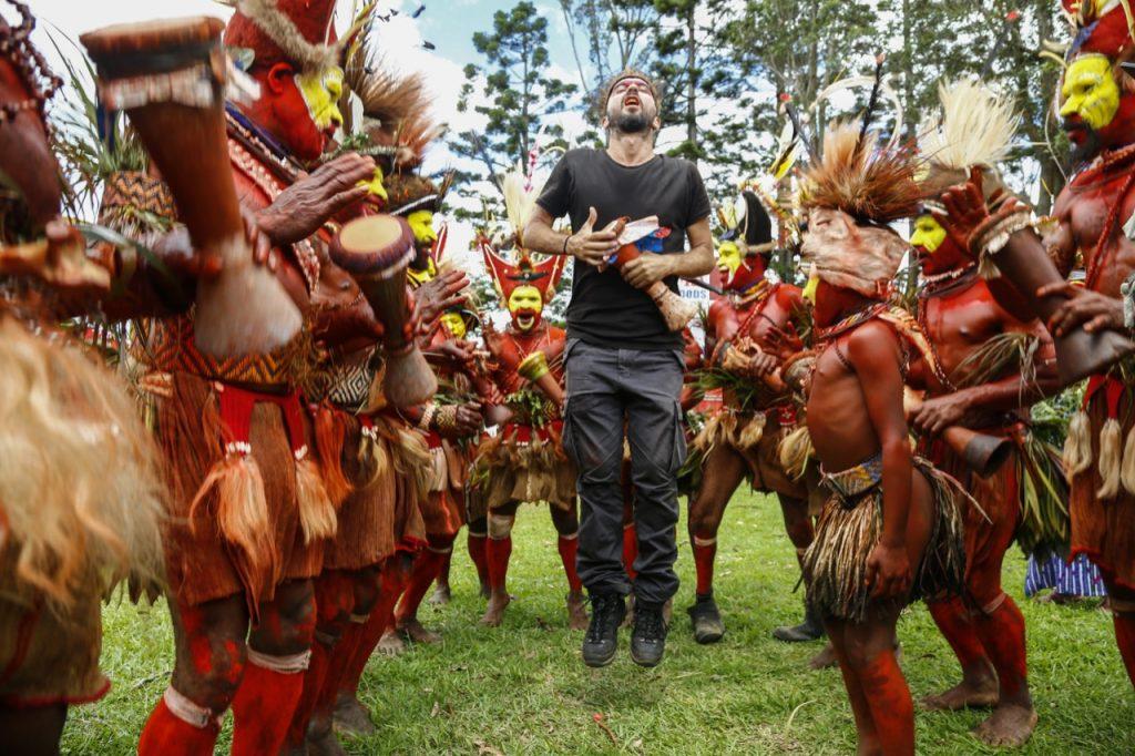Ο Αλέξανδρος Τσούτης στο Mt. Hagen festival, Παπούα Νέα Γουινέα