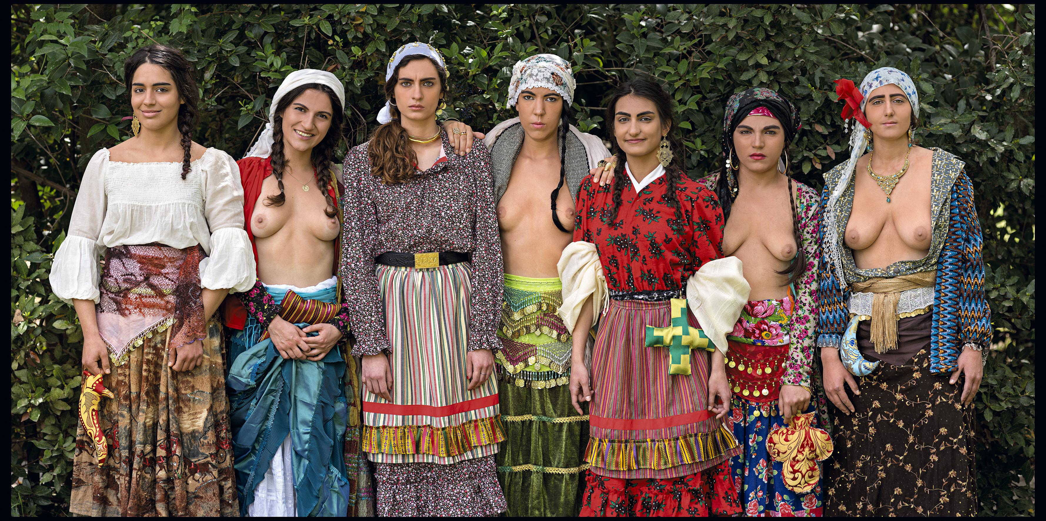 Μαρία Παπαδημητρίου, ΦIRMA Gypsy Globales 2, 2014 Duratrans φωτεινό κουτί 133,5 x 257,5 x 12 εκ.