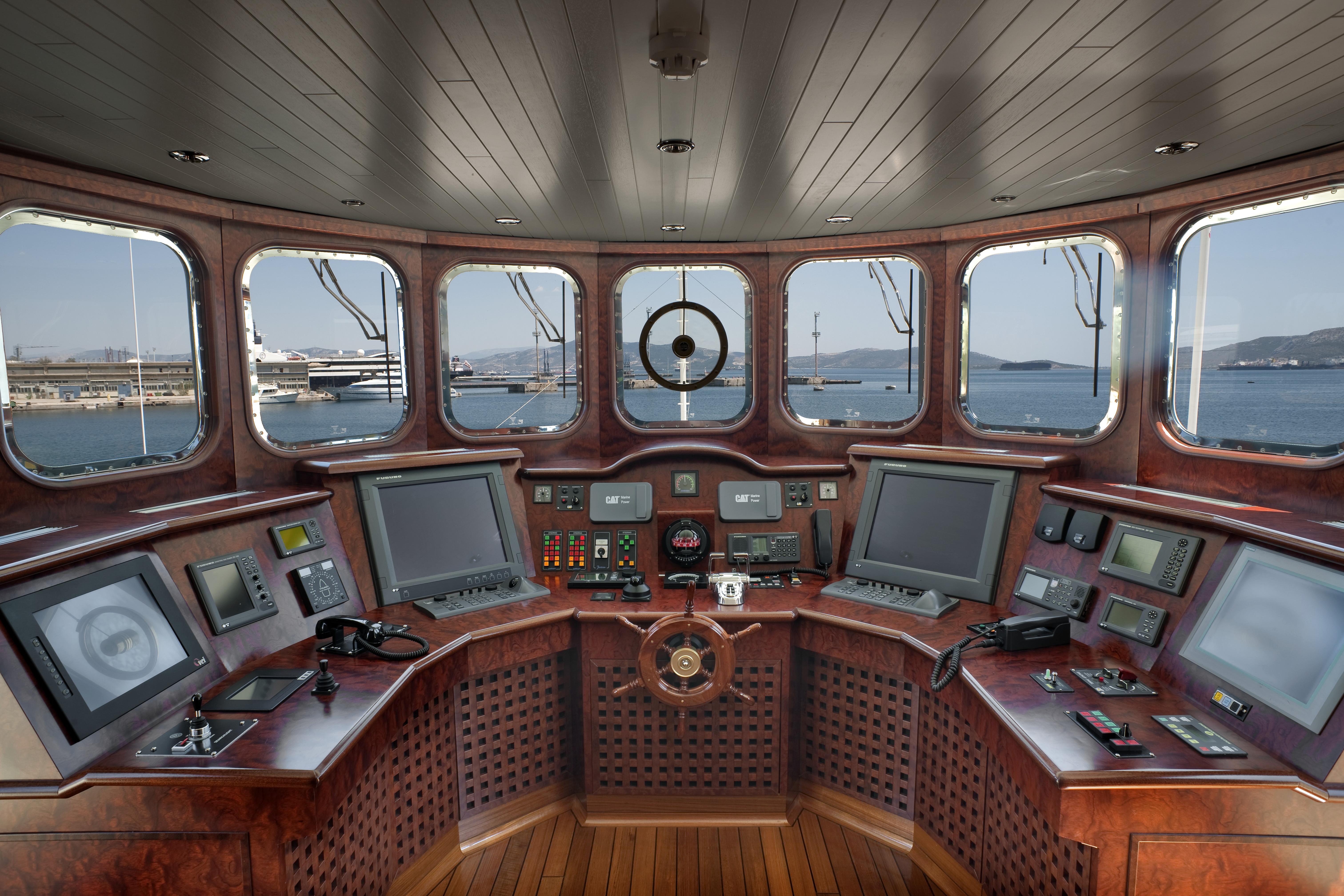 Η γέφυρα του πλοίου. (Φωτ: Σ. Μαυρομμάτης)