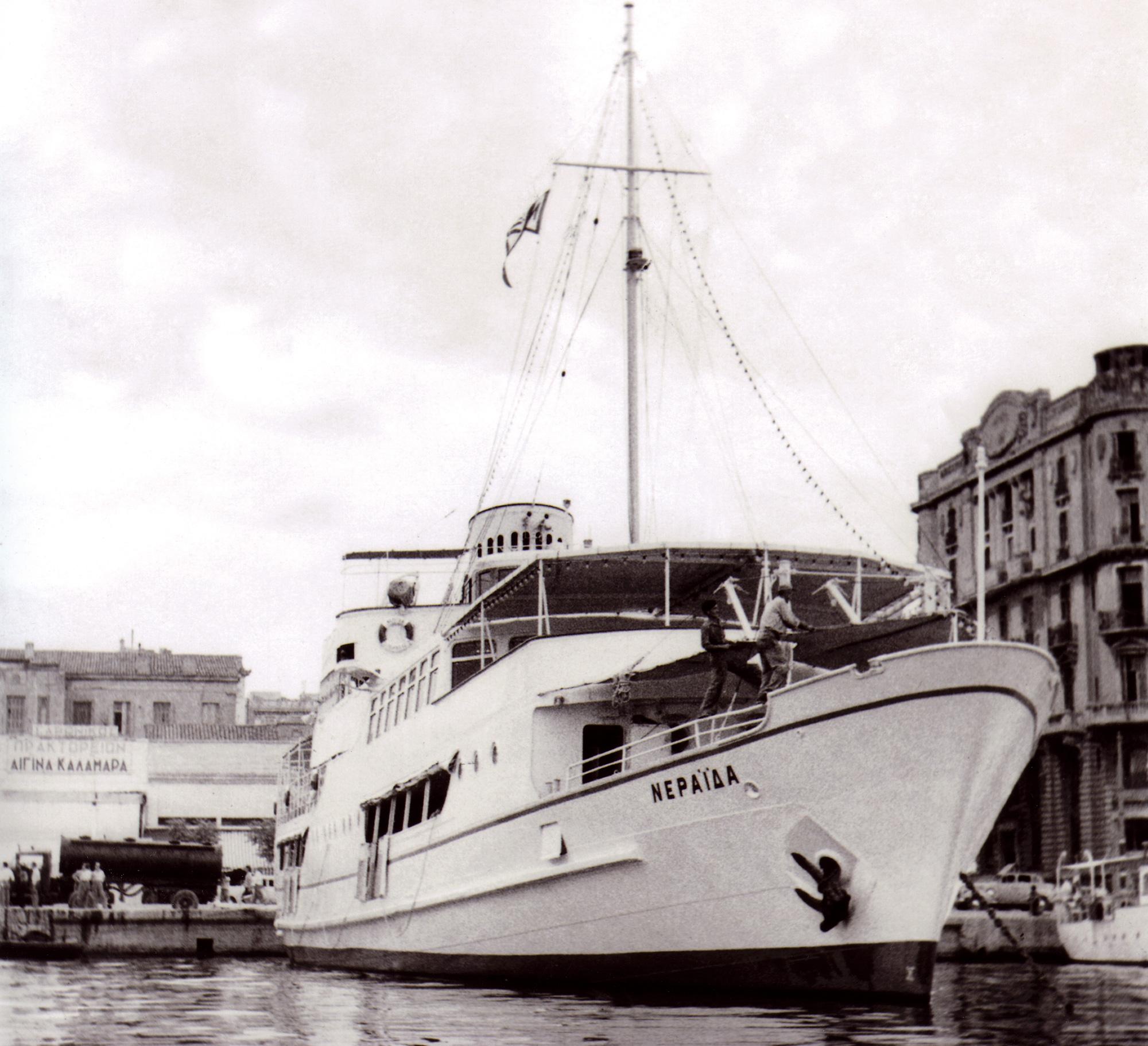 Το «Νεράιδα στο λιμάνι του Πειραιά, περίπου το 1960.