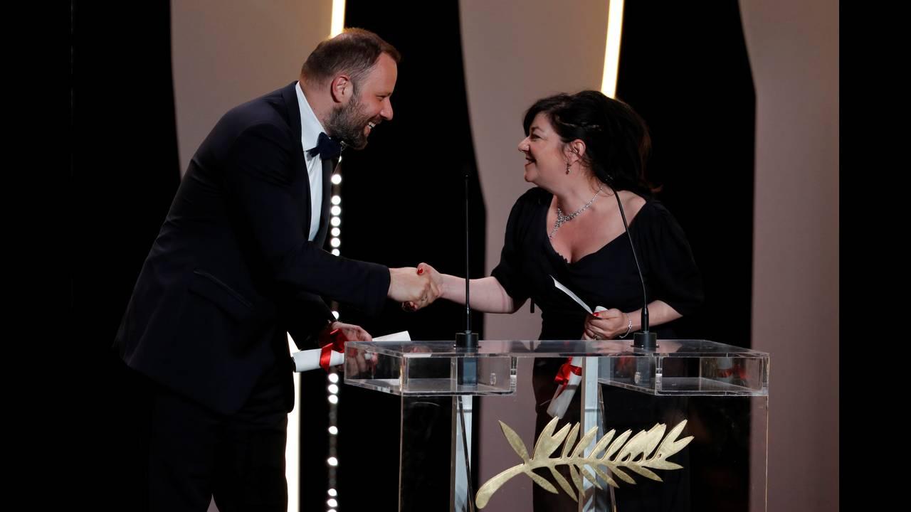 Ο Γιώργος Λάνθιμος με την Λιν Ράμσεϊ απέσπασαν το βραβείο Σεναρίου εξ ημισείας - © Reuters