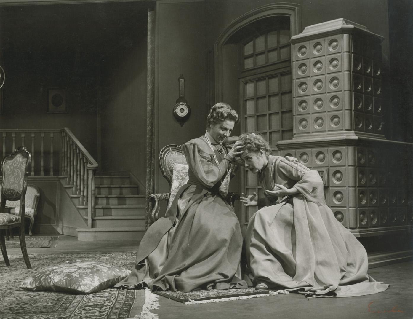 Έντα Γκάμπλερ, Εθνικό θέατρο, 1957, Μαίρη Αρώνη, Μαρία Αλκαίου