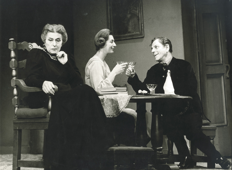 Βρυκόλακες, Εθνικό Θέατρο, 1965, Κατίνα Παξινού (κυρία Άλβινγκ) και Αλέξης Μινωτής (Όσβαλντ)