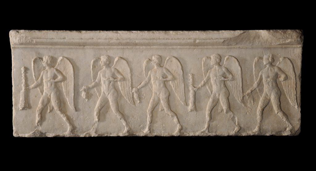 Ανάγλυφο που σχετίζεται με το σπήλαιο του Έρωτα και της Αφροδίτης στη βόρεια κλιτύ της Ακρόπολης - Ελληνιστικοί Χρόνοι.