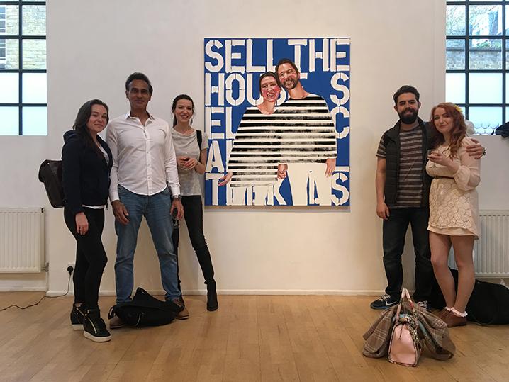 Από αριστερά η Σήλια Πήτσεϋ, Φαρούκ Άκμπαρ, Στέλλα Καπεζάνου, Νικόλαος Παναγιωτόπουλος και Χάριετ Τάνσγουελ στη Γκαλερί Κιάρα Γουίλιαμς, Λονδίνο, 30 Μαΐου 2017.