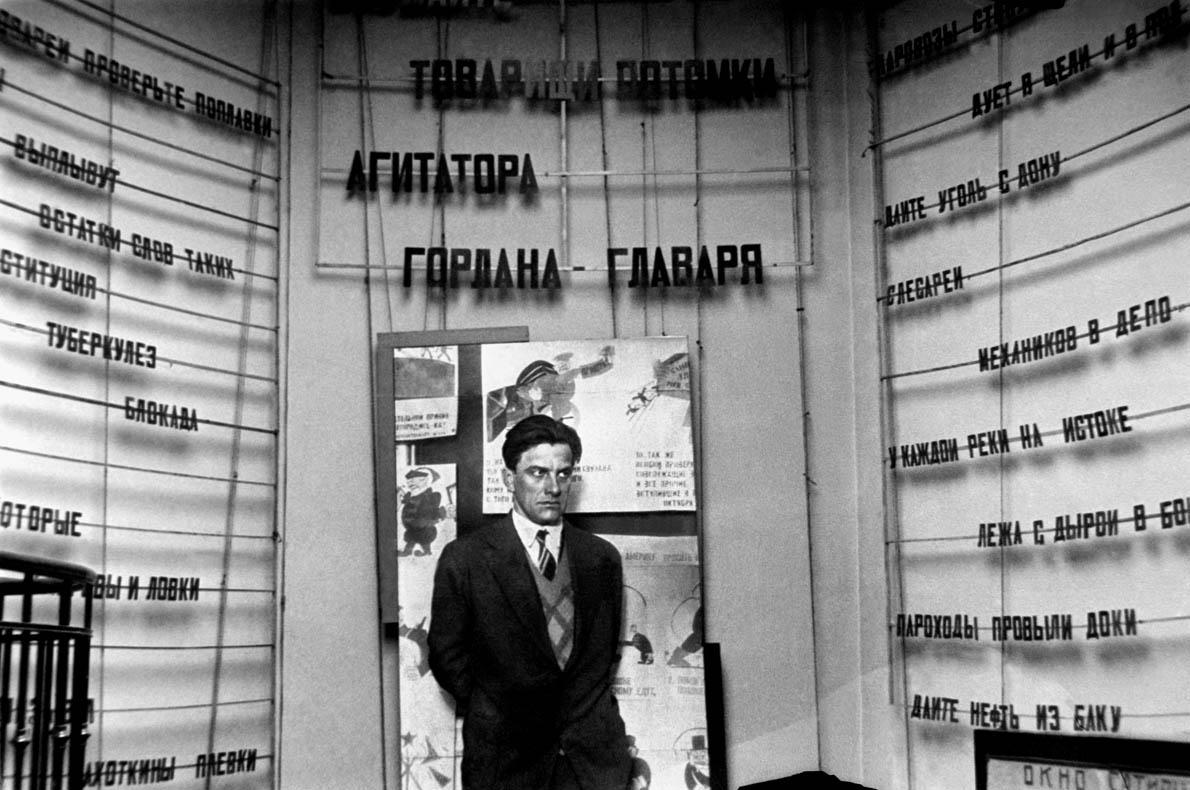 Η αυτοκτονία του Μαγιακόφσκι, ένα ερωτικό τρίγωνο και το παθιασμένο χρονικό μιας ολόκληρης εποχής