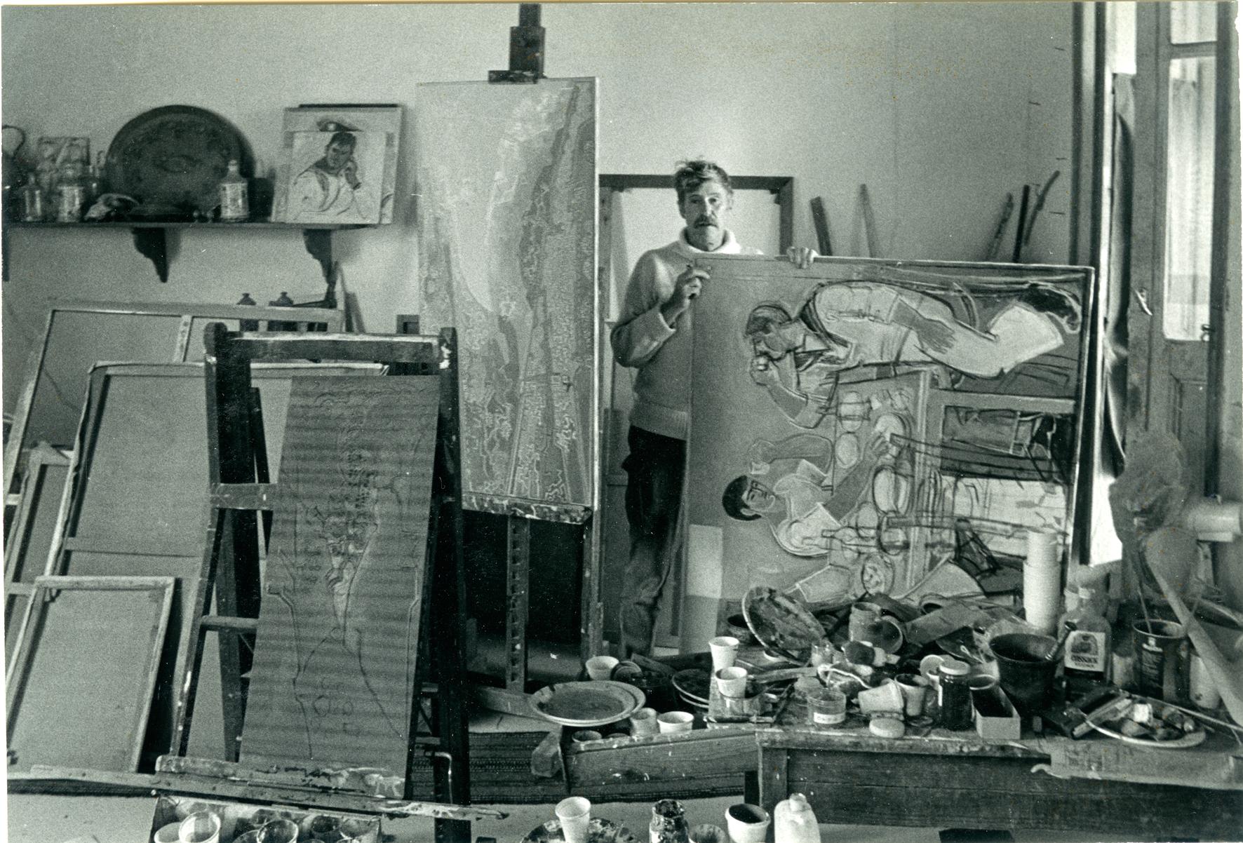 Ο John Craxton στο ατελιέ του στην Κρήτη, 1983 Φωτογραφία: Rene Groebli, Από το άλμπουμ του καλλιτέχνη, Craxton Estate, Λονδίνο