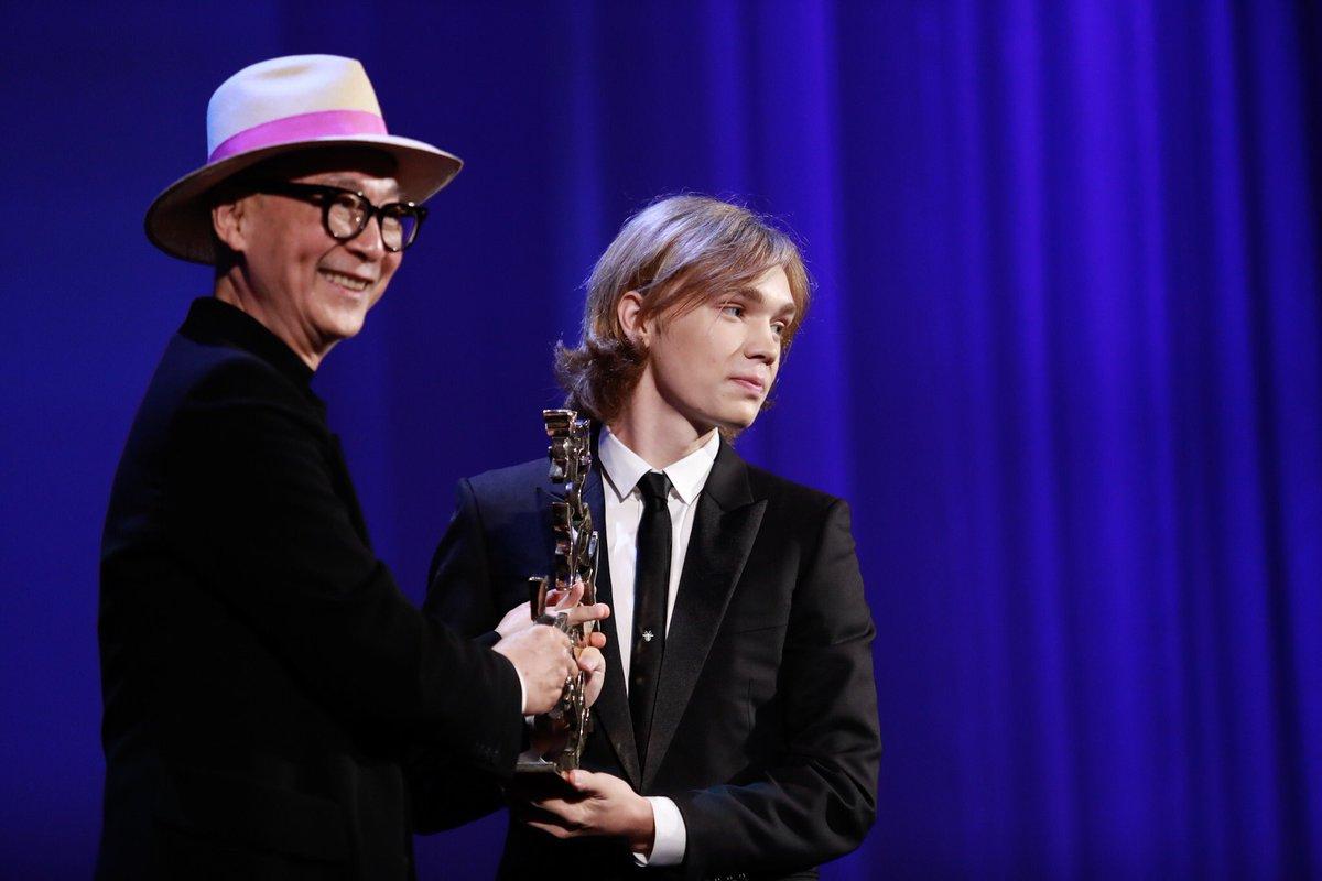 Βραβείο Μαρτσέλο Μαστρογιάνι για τον νεαρό ηθοποιό Τσάρλι Πλάμερ - Twitter/ Biennale di Venezia