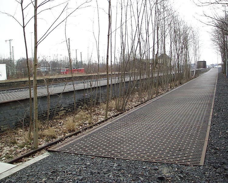 Η αποβάθρα 17 στο σταθμό του Γκρούνεβαλντ.