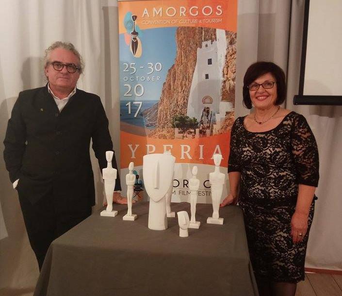 Ο κ. Αντώνης Κιούκας & η κ. Ειρήνη Γιαννακοπούλου,Πρόεδρος του Πολιτιστικού Συλλόγου Γυναικών Θολαρίων Αμοργού &ιδιοκτήτρια του ξενοδοχείου Aegialis Hotel & Spa