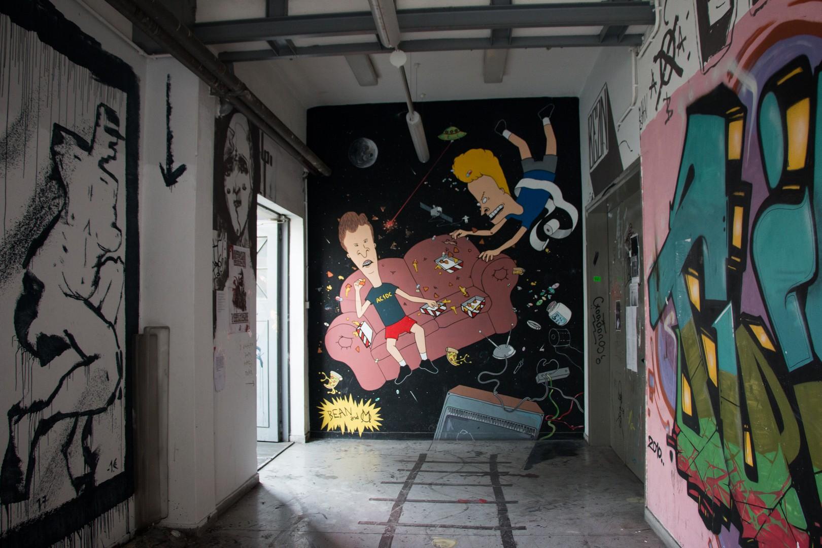 Τοιχογραφίες στους διαδρόμους της Σχολής ©Δανάη Κωτσάκη