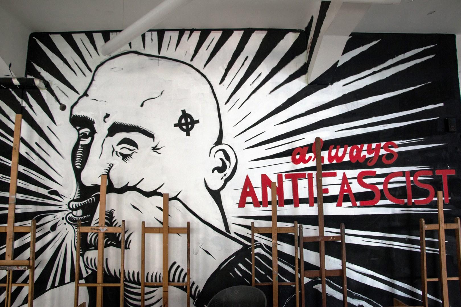 Τοιχογραφία στον χώρο του κυλικείου της ΑΣΚΤ ©Δανάη Κωτσάκη