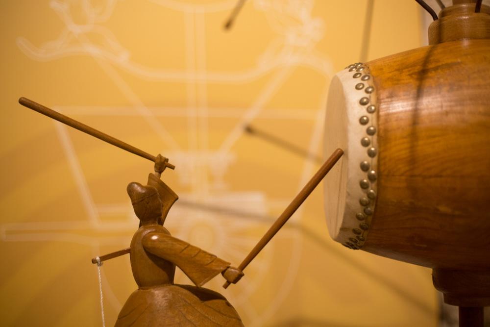 Το τύμπανο καταγραφής Li επινοήθηκε κατά τη Δυναστεία των Δυτικών Han (206 π.Χ.-25 μ.Χ.). Πρόκειται για ένα σύστημα μετάδοσης της κίνησης, που περιστρέφεται σύμφωνα με τους τροχούς – ο πρόδρομος του οδομέτρου.