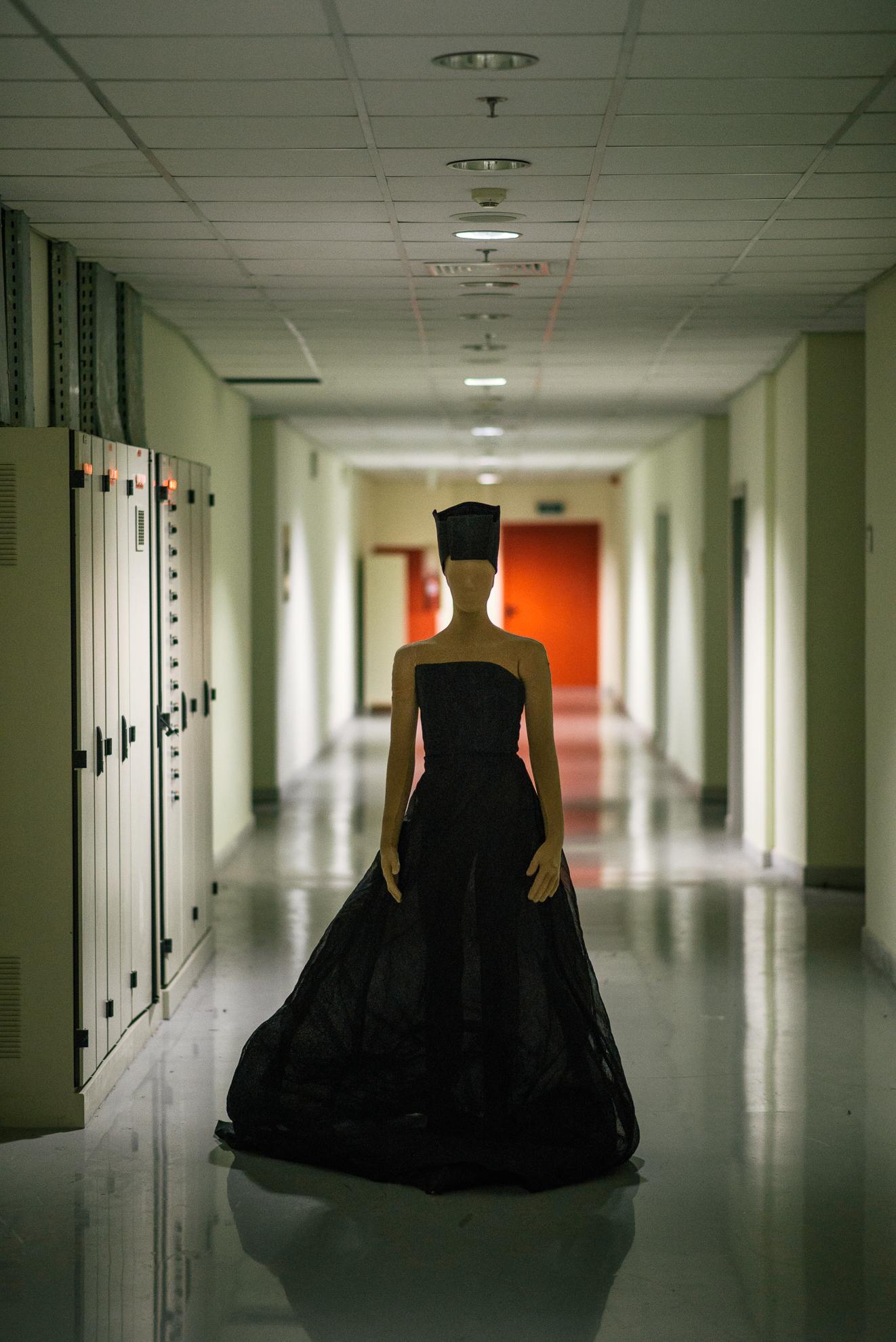 """Κοστούμι του Δαμιανού Ζαρίφη από την όπερα του Θάνου Μικρούτσικου """"Η επιστροφή της Ελένης"""" σε σκηνοθεσία Δημήτρη Παπαϊωάννου, 1999, ©ΧΡΗΣΤΟΣ ΤΟΛΗΣ"""