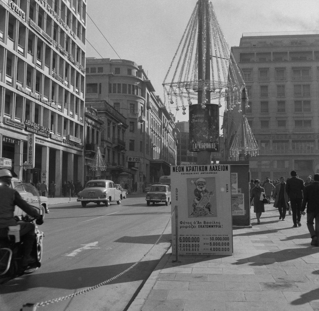 Η βιτρίνα του καταστήματος Κατράντζος-Σπορ, Αθήνα, 1967 © Αρχείο Κώστα Μεγαλοκονόμου - Φωτογραφικά Αρχεία Μουσείου Μπενάκη