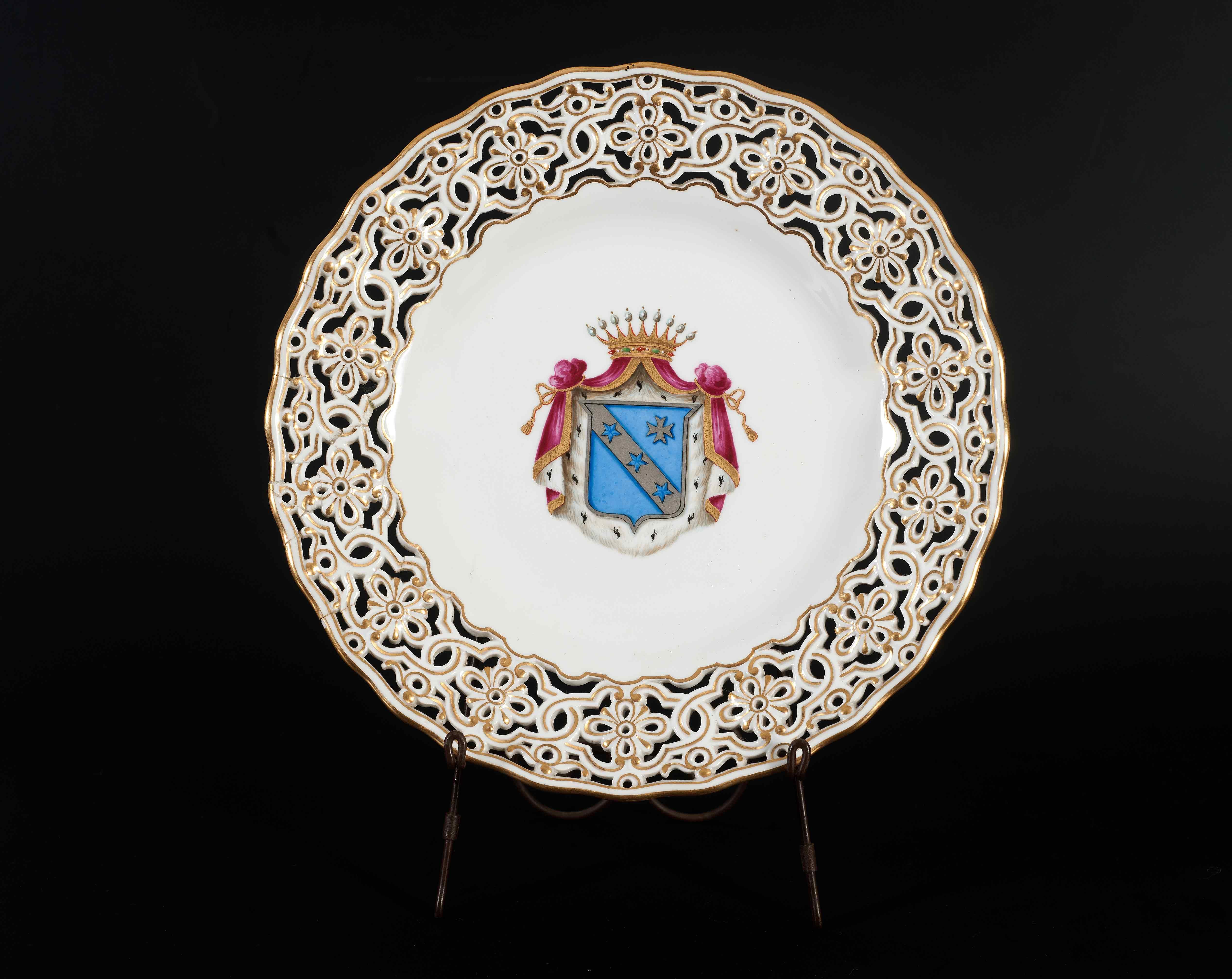 Πιάτο με το οικόσημο της οικογένειας των Καποδίστρια, αρχές 19ου αιώνα - Συλλογή Μουσείου Καποδίστρια ΜΚ020